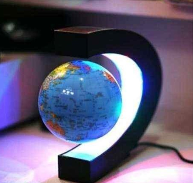 Glob pamantesc plutitor care leviteaza cu suport luminat colorat